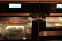 Tomat og potet ien ovn, glassering av skanken i den andre